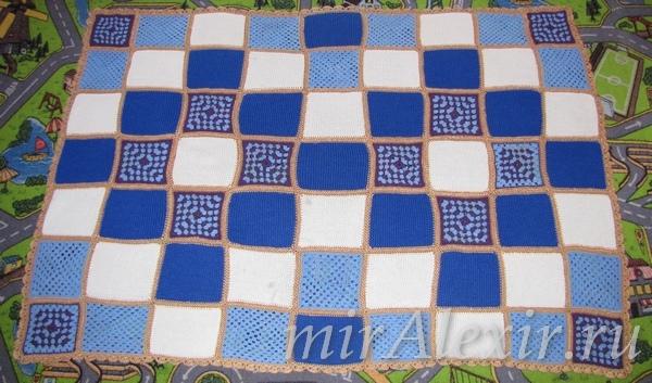 Плед с ажурными квадратами